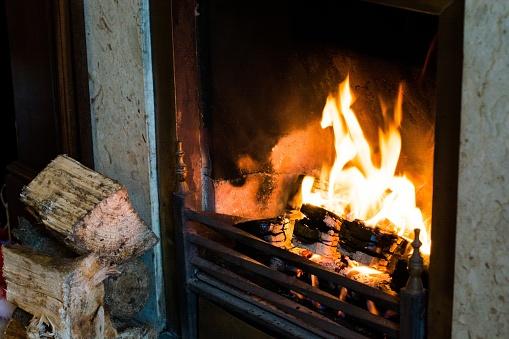 Les avantages et inconvénients d'une cuisson au feu de bois